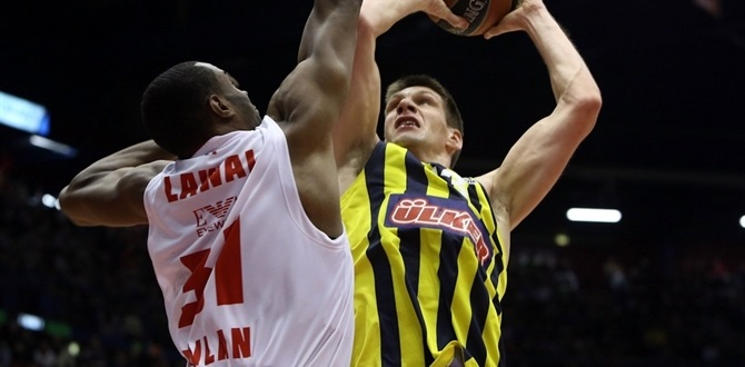 Fenerbahce's big man Vidmar out with knee injury