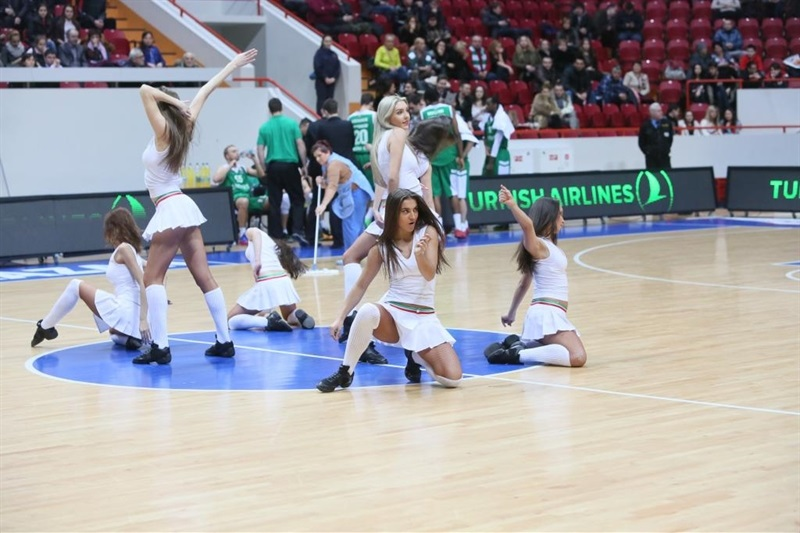 Unics Kazan cheerleaders - EC13 (photo unics.ru)