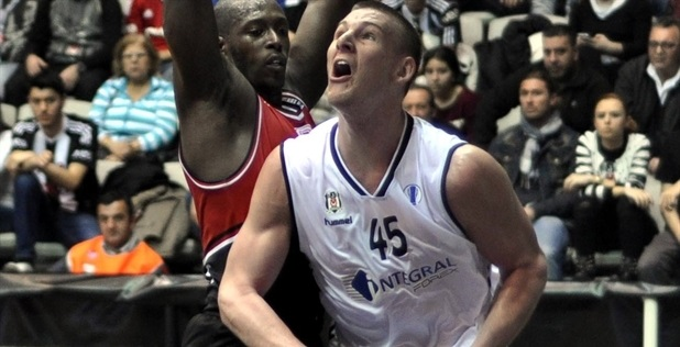 Colton Iverson - Besiktas Integral Forex - EC13 (photo Besiktas)_54334