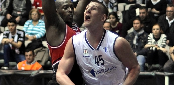 Laboral Kutxa gets center Iverson