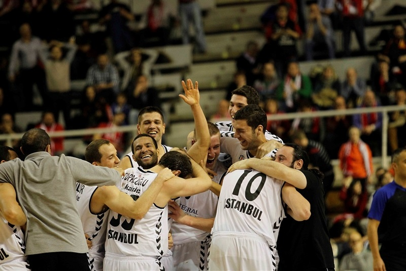 Players Besiktas Integral Forex celebrates - EC13 (photo Esther Casas - CAI Zaragoza)