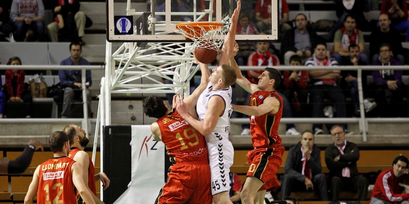 Colton Iverson - Besiktas Integral Forex - EC13 (photo Esther Casas - CAI Zaragoza)