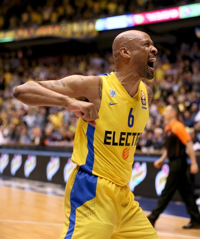 Devin Smith celebrates - Maccabi Electra - EB13