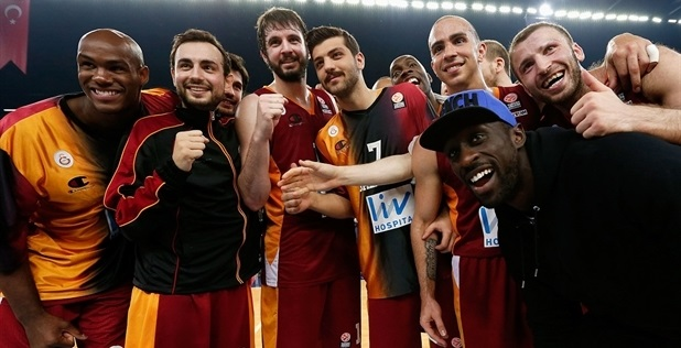 Galatasaray Liv Hospital celebrates - EB13
