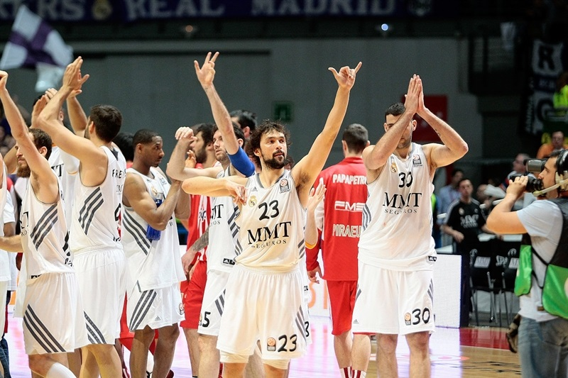 Real Madrid celebrates - EB13
