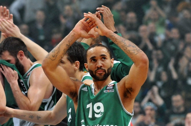 Zach Wright - Panathinaikos Athens celebrates - EB13
