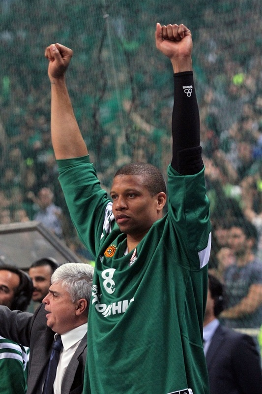 Mike Batiste celebrates - Panathinaikos Athens - EB13