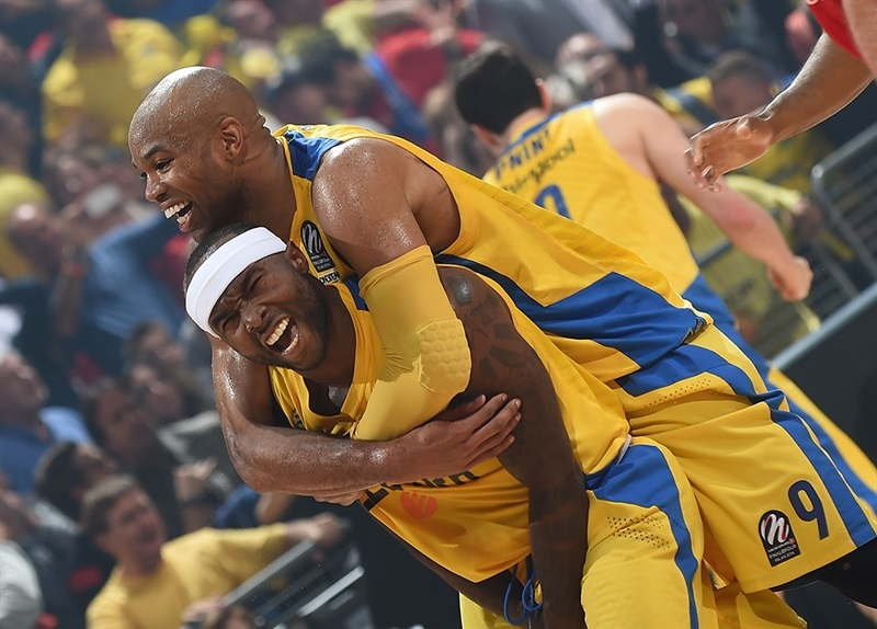 Tyrece Rice and Alex Tyus celebrates - Maccabi Electra - Final Four 2014