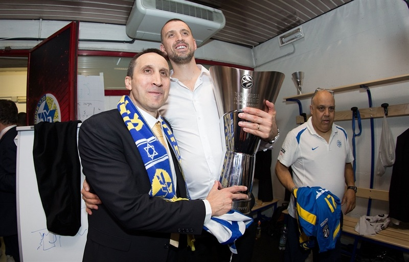 David Blatt and Nikola Vujcic - Maccabi Electra celebrates - Final Four Milan 2014