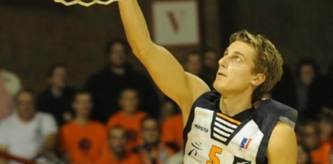 Sluc Nancy adds Bigote