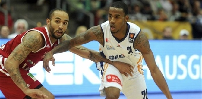 SLUC Nancy lands Darius Adams