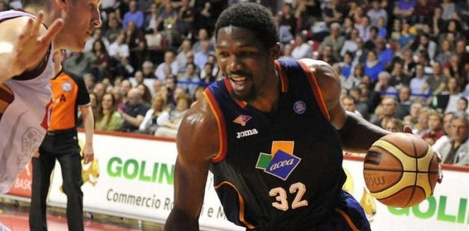 Bamberg puts Mbakwe in the paint
