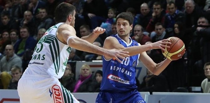 Neptunas re-signs sharpshooter Sinica