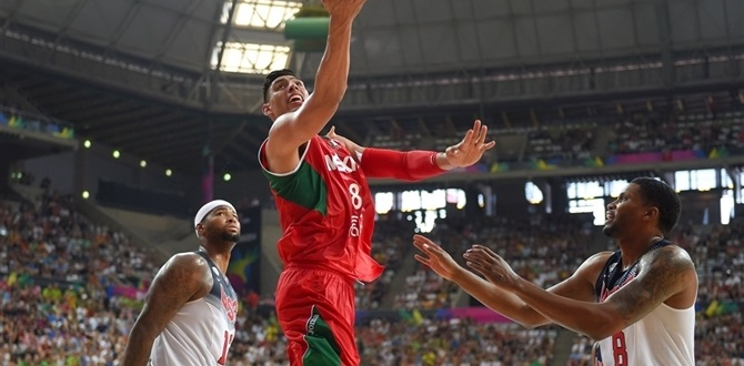 Real Madrid signs Ayon for frontcourt