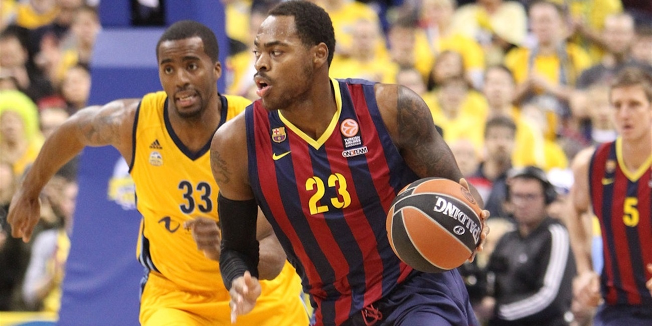 Anadolu Efes inks forward Thomas