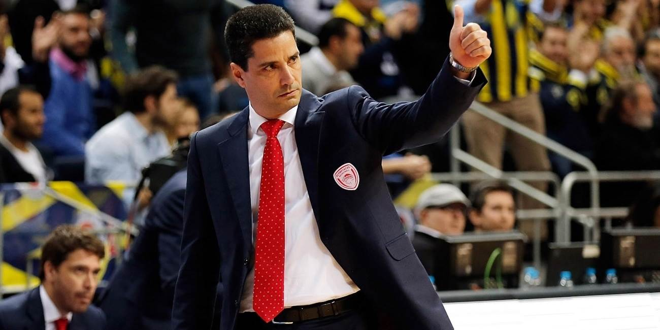 Olympiacos, coach Sfairopoulos together until 2018