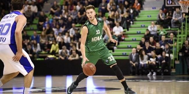 Neptunas signs forward Bader