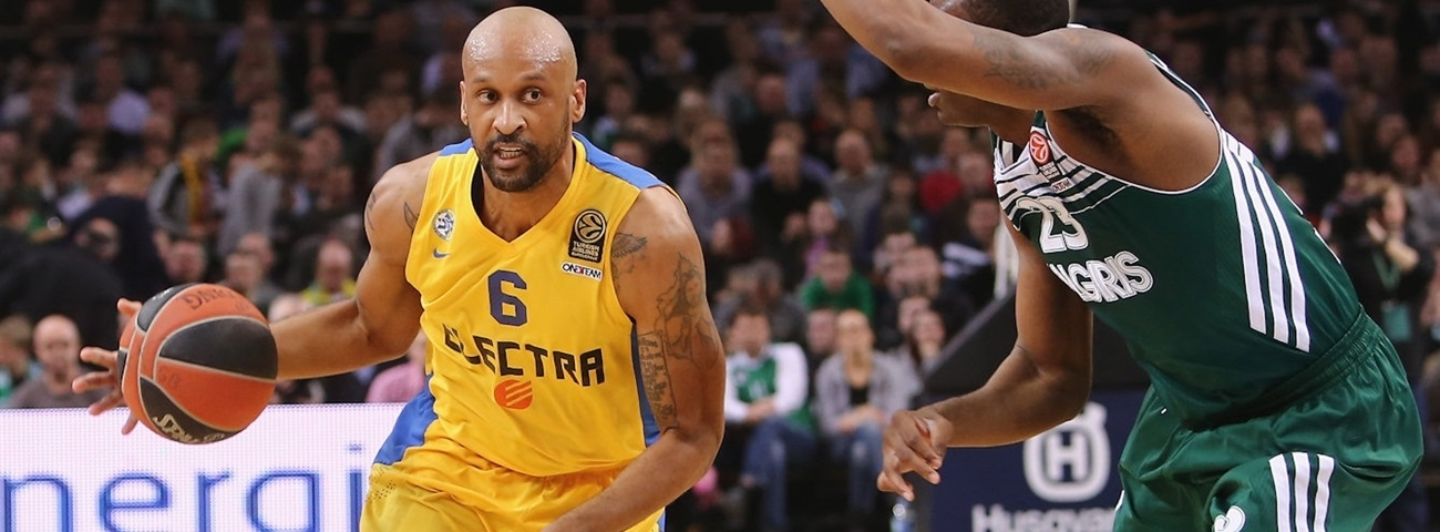 Maccabi, Smith together until 2018