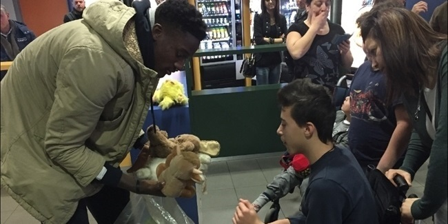 Cantu players deliver toys for One Team