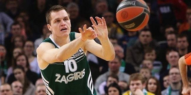 Lietkabelis re-signs swingman Lipkevicius