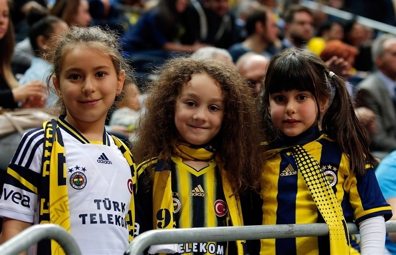 Young fans - Fenerbahce Ulker Istanbul - EB14