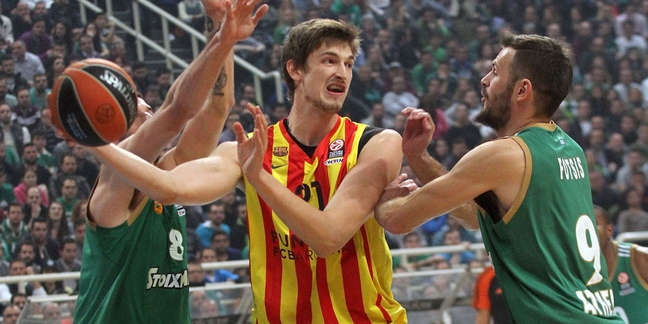Galatasaray puts Pleiss in the paint