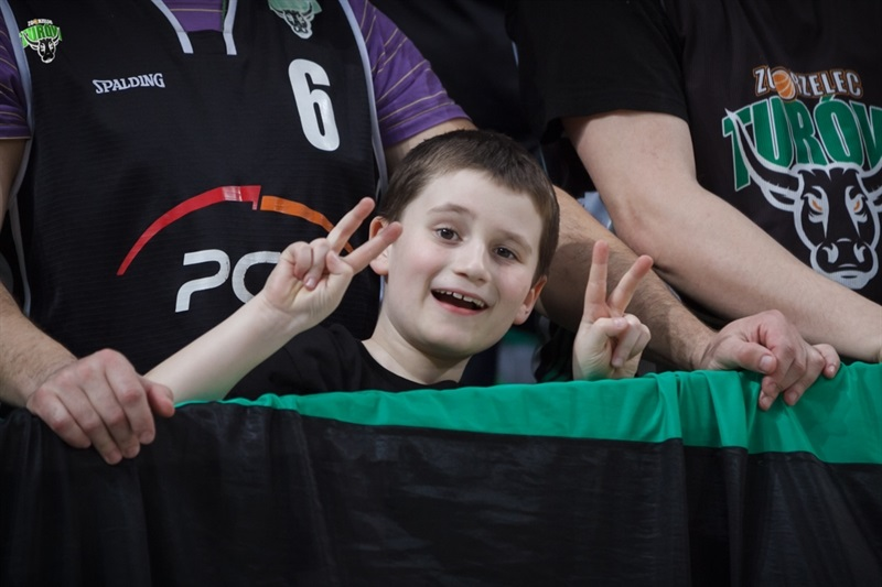 Young fan - PGE Turow Zgorzelec - EC14 (photo PGE Turow - Jacek Rydecki)
