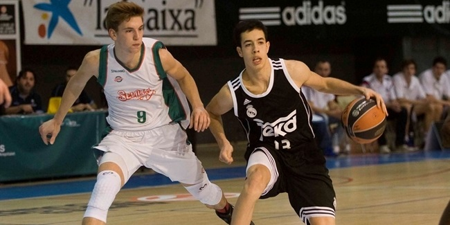 Valencia brings in playmaker Rico
