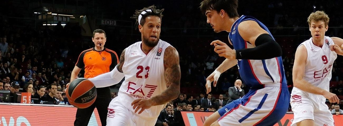 Olympiacos tabs Hackett on a two-year deal