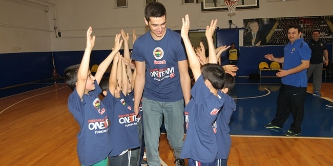 Fenerbahce puts One Team to work for orphans