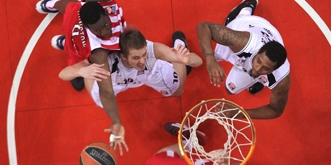 Nizhny keeps big man Ivlev