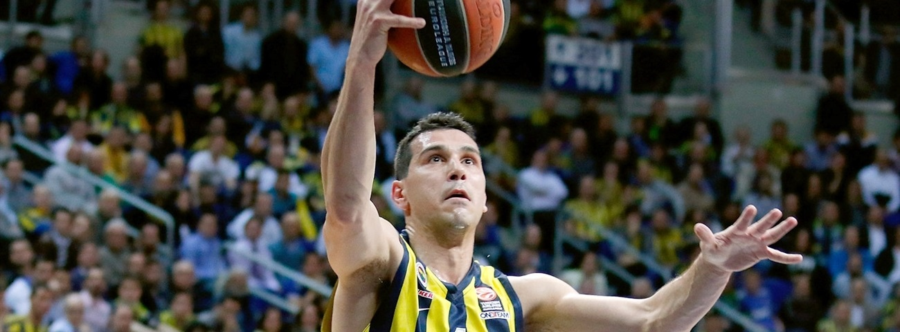 Brose Baskets signs Zisis, Idbihi
