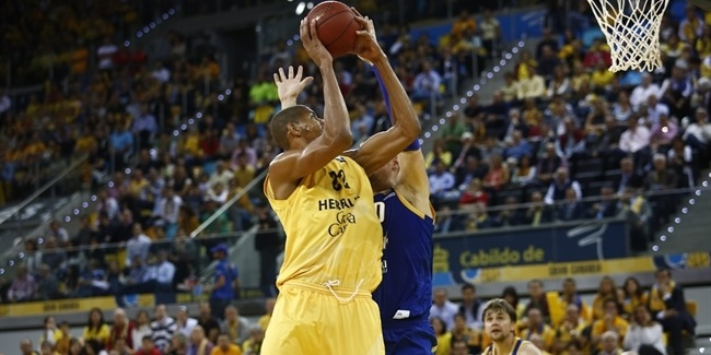 Madrid signs huge center Tavares long-term