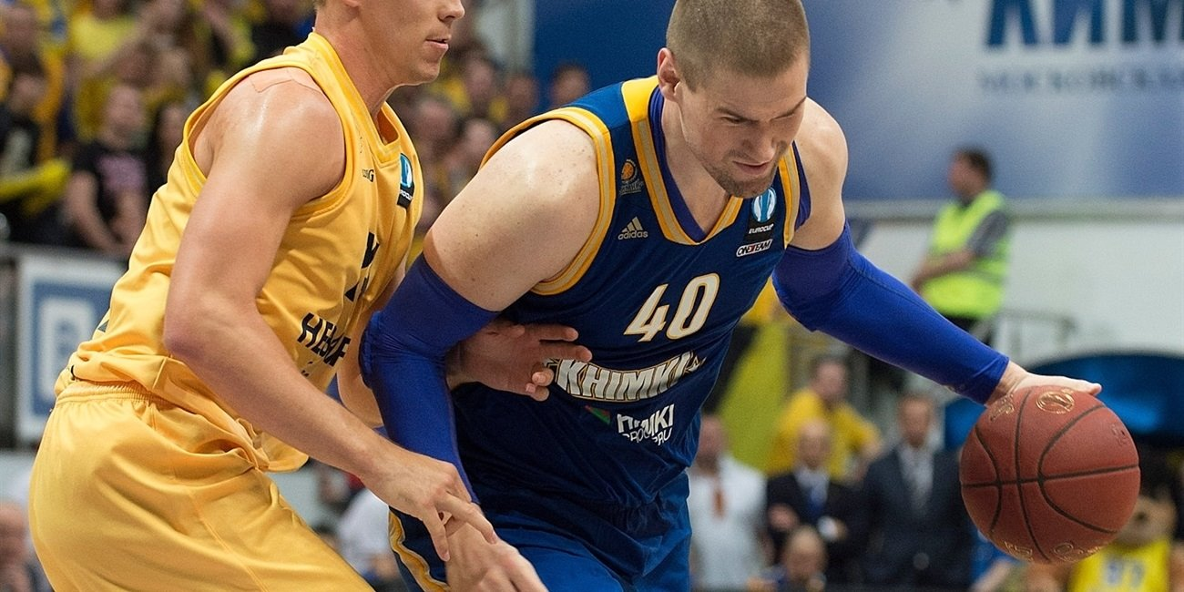 Khimki keeps big man Davis