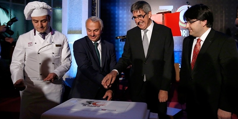 Jordi Bertomeu and Dr. Temel Kotil cut the anniversary cake at Madrid Gala dinner
