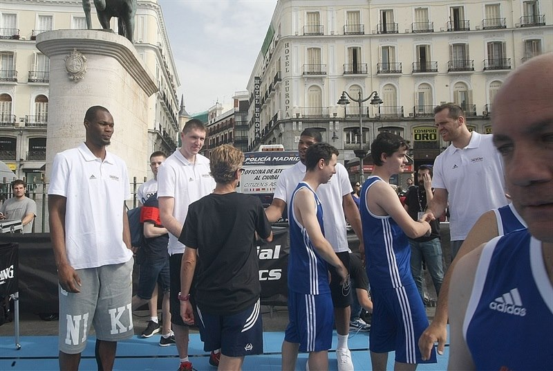 One Team Session with Special Olympics in Puerta Del Sol - Final Four Madrid 2015 - EB14_5yfcxabehahujqad