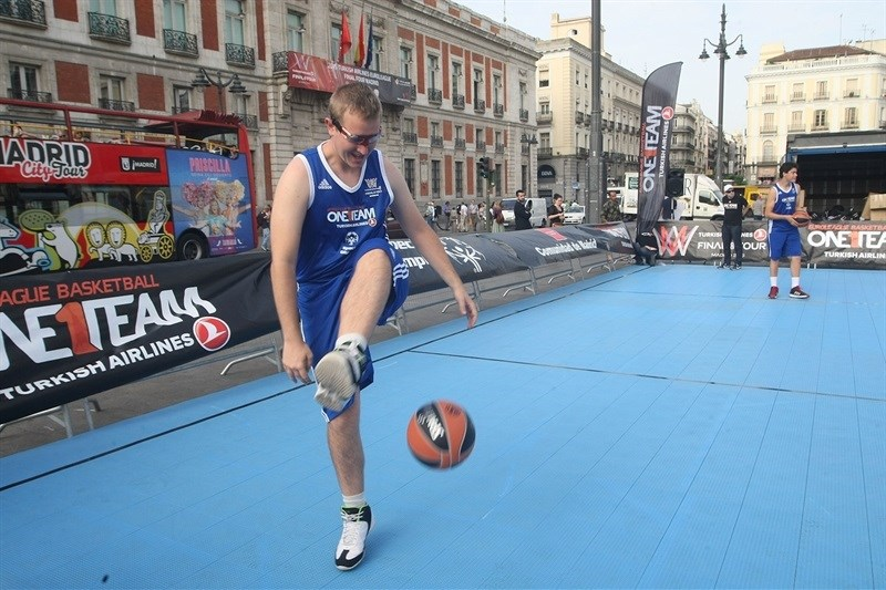 One Team Session with Special Olympics in Puerta Del Sol - Final Four Madrid 2015 - EB14