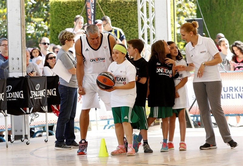 Joe Arlaukas - One Team legends session and exhibition games - FanZone - Final Four Madrid 2015 - EB14