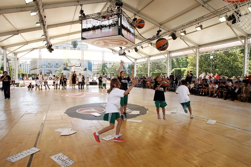 One Team legends session and exhibition games - FanZone - Final Four Madrid 2015 - EB14