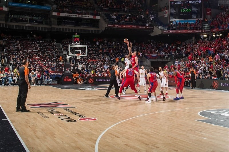 Tip-Off CSKA Moscow vs. Olympiacos Piraeus - Final Four Madrid 2015 - EB14