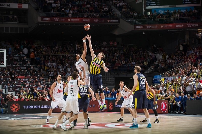 Tip-Off - Real Madrid vs. Fenerbahce Ulker Istanbul - Final Four Madrid 2015 - EB14
