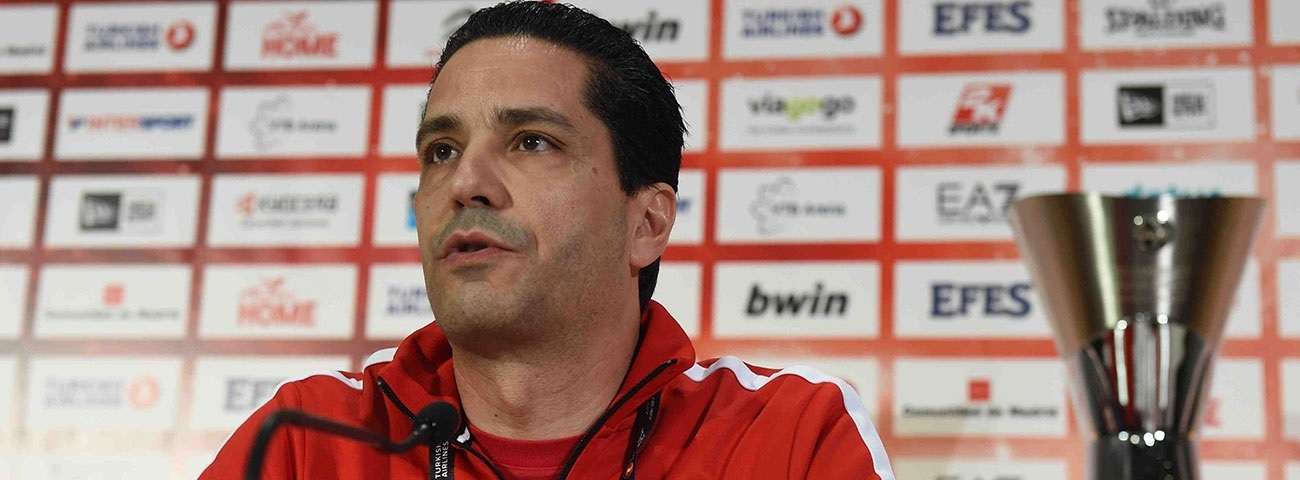 Giannis Sfairopoulos of Olympiacos Piraeus at Madrid 2015 Championship Game Press Conference
