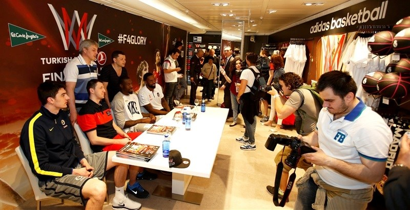 Adidas Stand in El Corte Ingles - Final Four Madrid 2015 - EB14