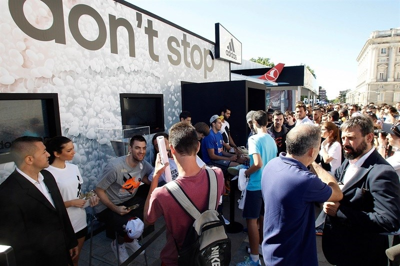 120,000 basketball lovers flock to Fanzone in Madrid