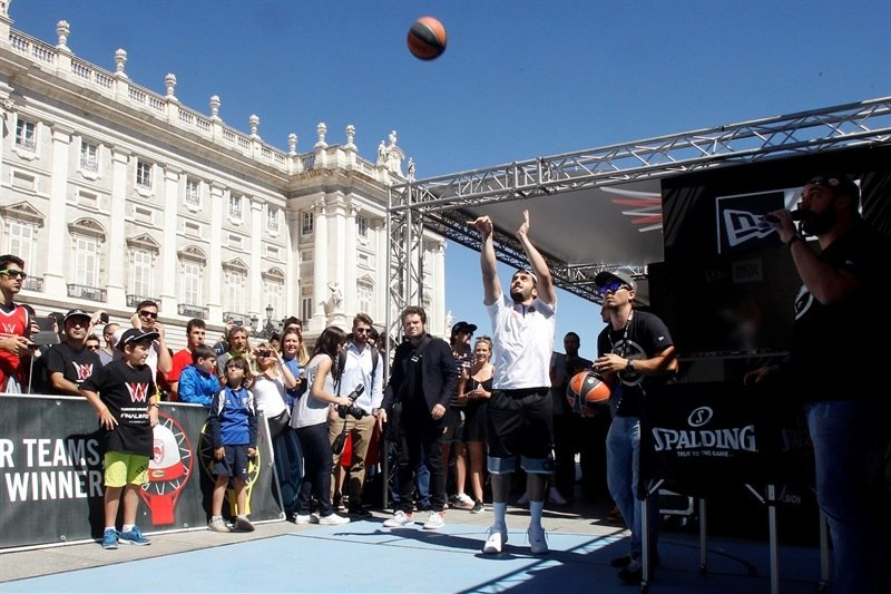 Facundo Campazzo - Fanzone in Plaza Oriente - Final Four Madrid 2015 - EB14b