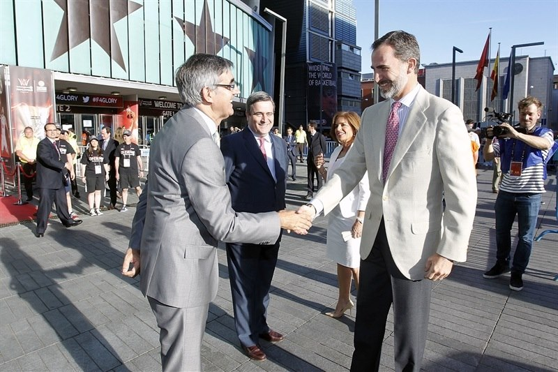 Jordi Bertomeu and his Majesty the King os Spain - Final Four Madrid 2015 - EB14