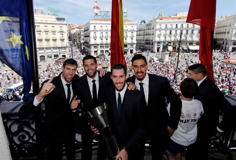 Nocioni, Reyes, Fernandez and Ayon celebrates in City Hall - Final Four Madrid 2015 - Photo Realmadrid.com