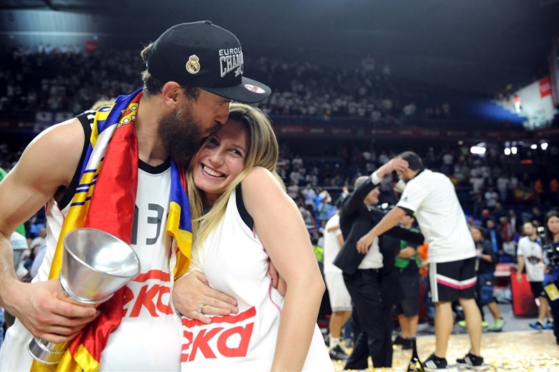 Sergio Rodriguez - celebration family - Final Four Madrid 2015 - EB14