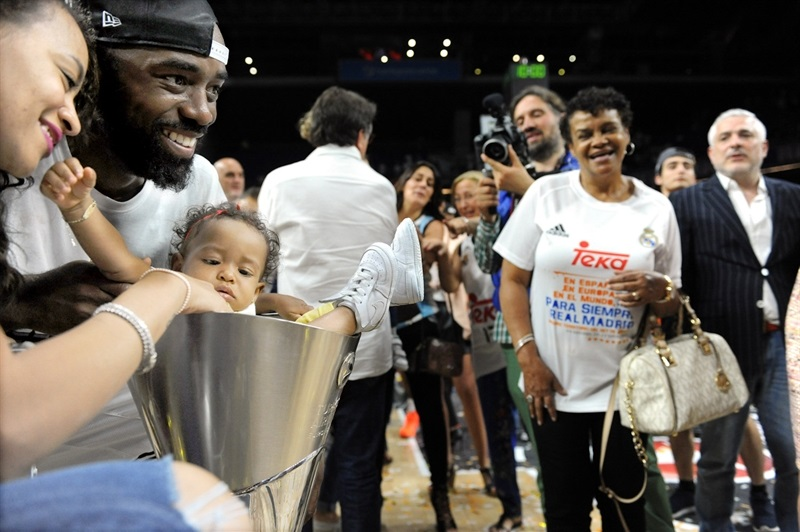 KC Rivers - celebration family - Final Four Madrid 2015 - EB14_5yuujtty8k7e4u7u
