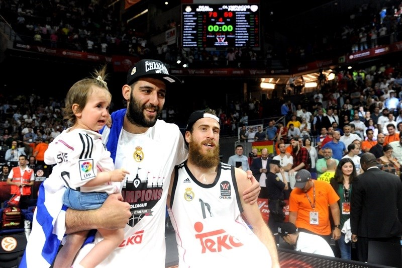 Ioannis Bourousis - celebration family - Final Four Madrid 2015 - EB14